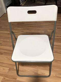 Foldable White Plastic Chairs