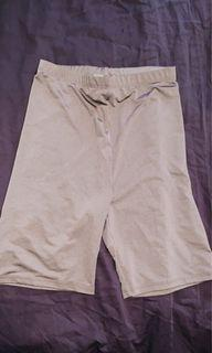 M Boutique taupe shorts in S