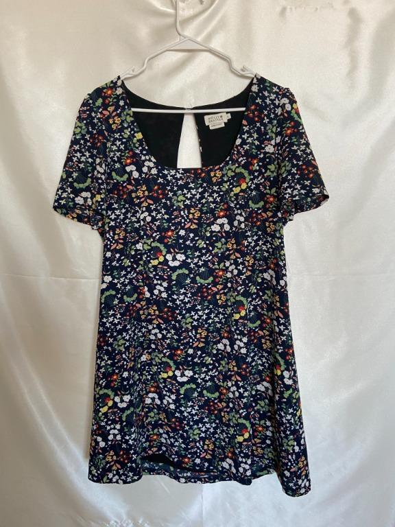 Molly Bracken - Floral Shortsleeve Dress with Keyhole Detail - Large