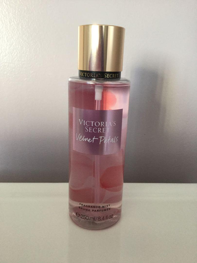 Victoria's Secret Velvet Petals Fragrance Mist. New. Sealed.