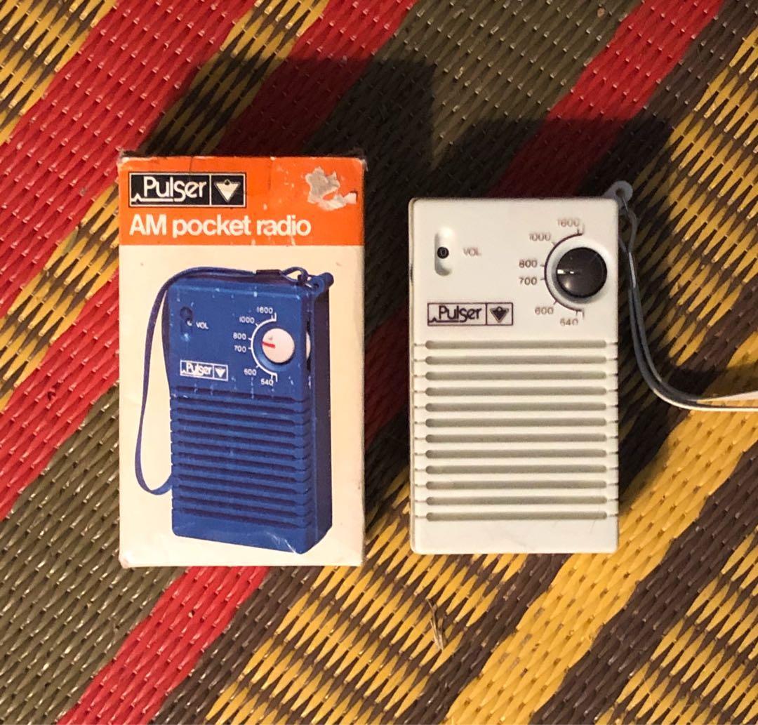 Vintage Tech Pulser AM pocket transistor radio
