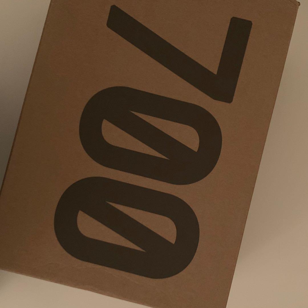Yeezy 700 shoe box