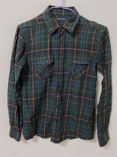 深綠格子襯衫