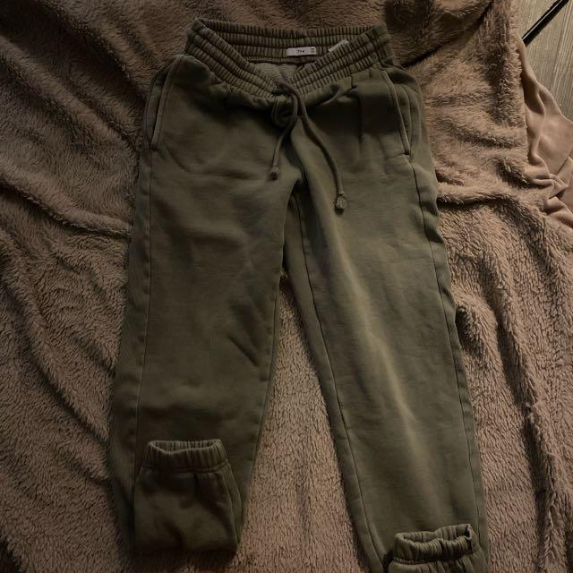 ARITZIA SAGE GREEN SWEATS