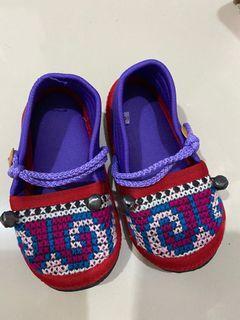 Sepatu anak bunyi