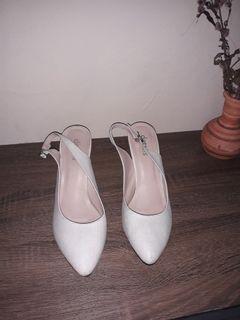 Sepatu Hees Wanita Details