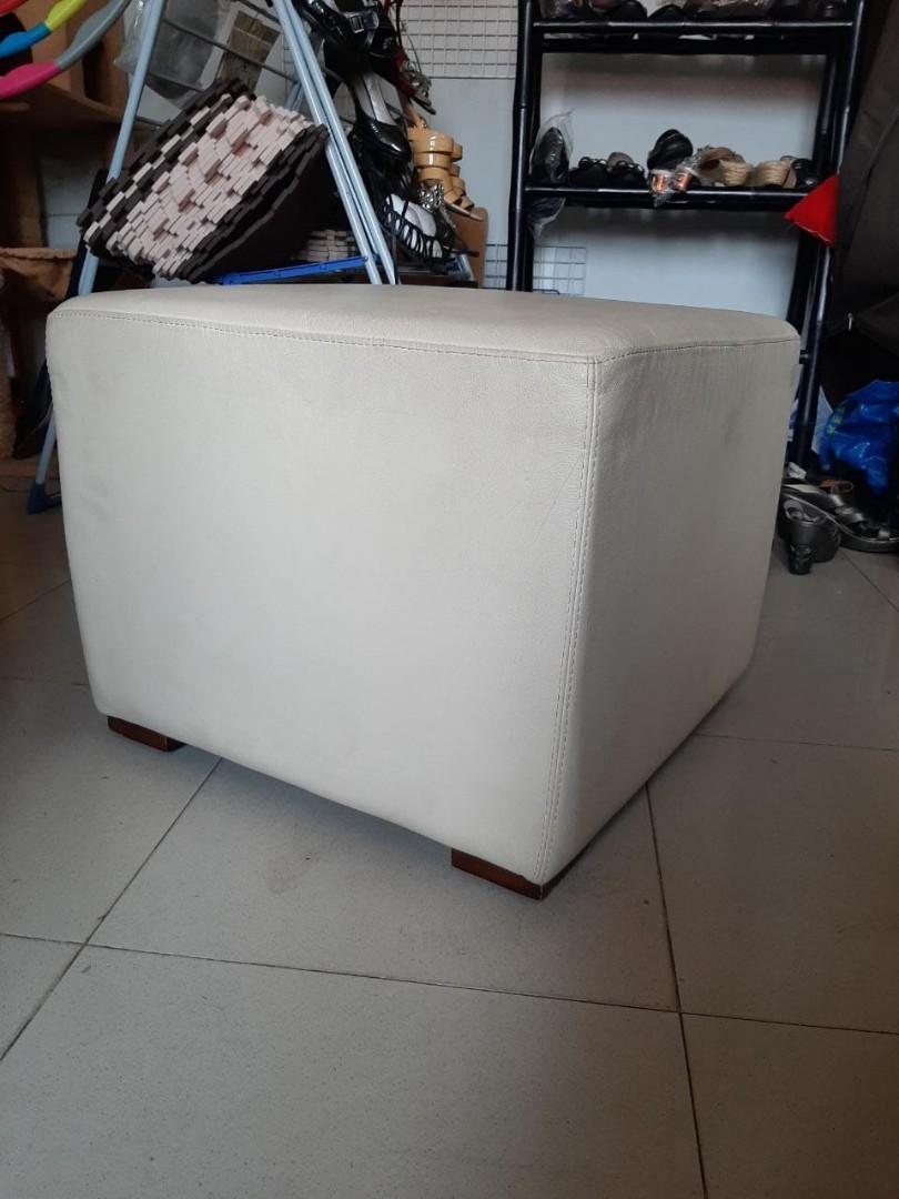 Sofa kecil persegi (bonus 3 macam sarung )