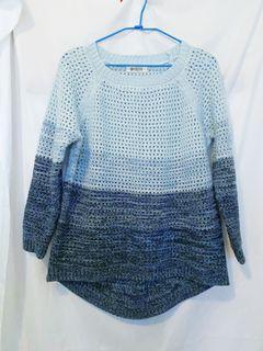二手 鏤空 毛衣 漸層 藍色 前短後長 搭襯衫 襯衫搭配