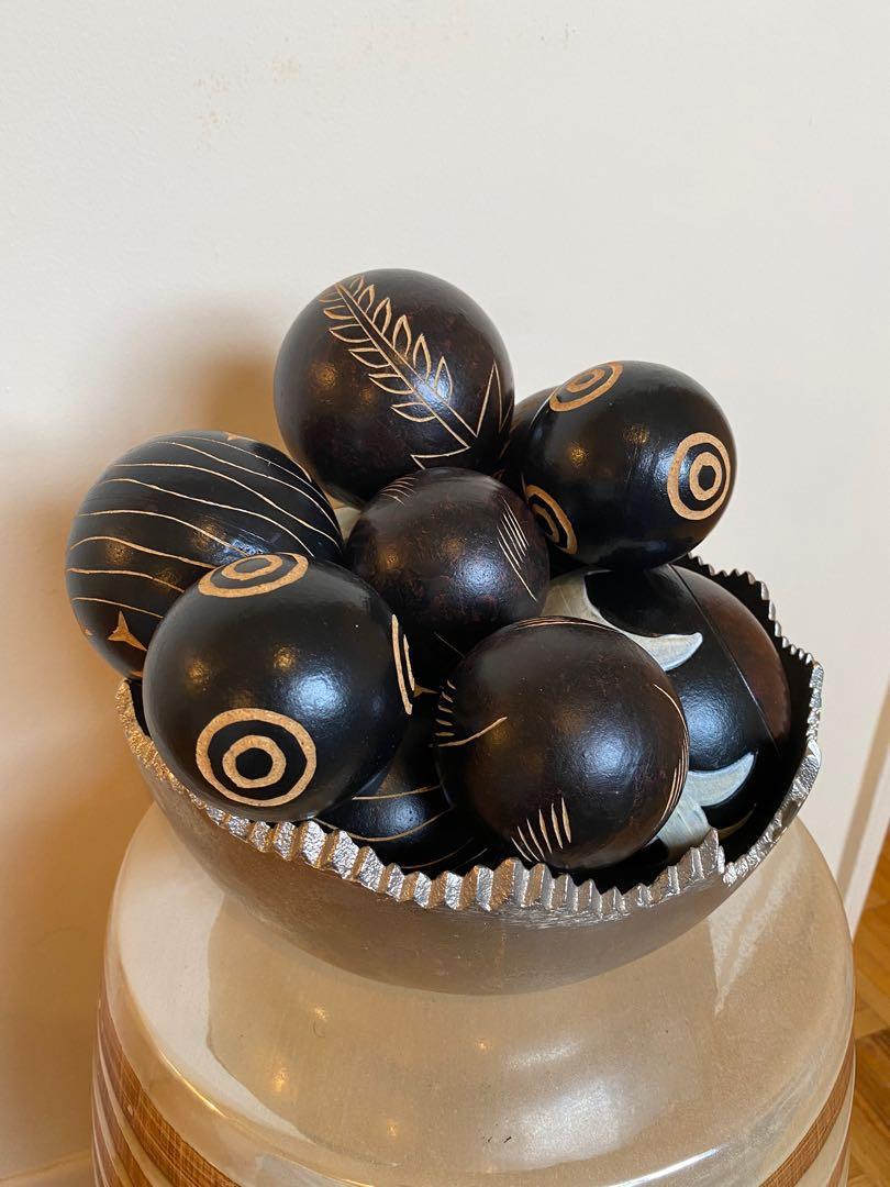 African decorative wooden spheres