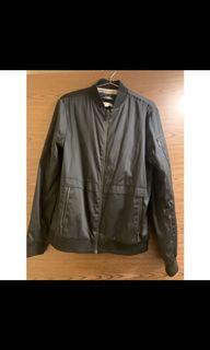 Calvin Klein黑色薄飛行外套