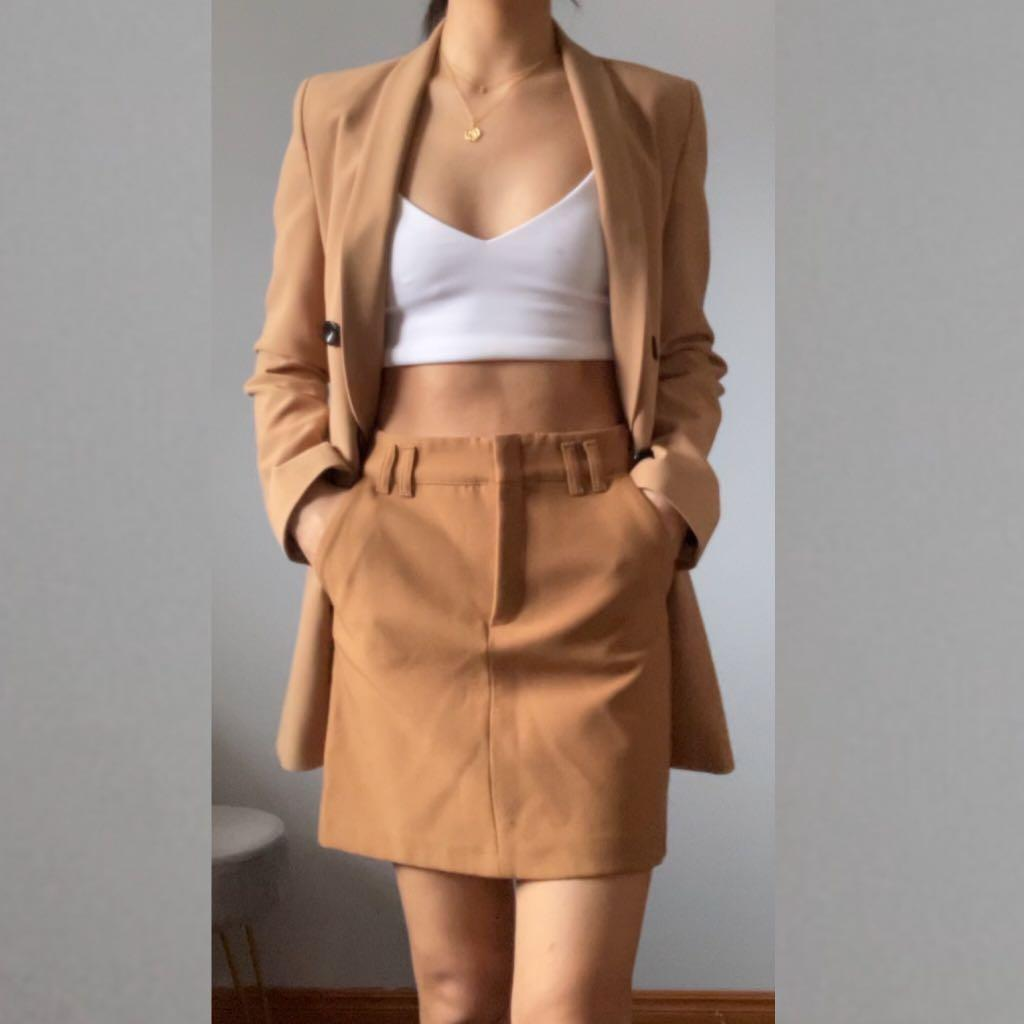 Camel skirt with pockets
