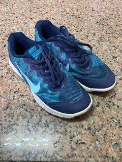 Nike 運動慢跑鞋