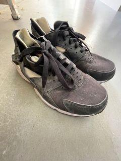 Nike huarache US 9 / adidas Shoes US 9