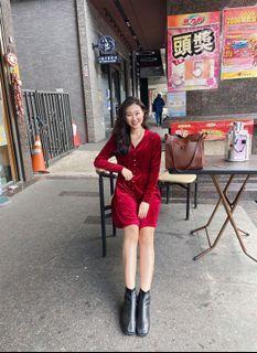 酒紅色絨布水晶排扣長袖洋裝