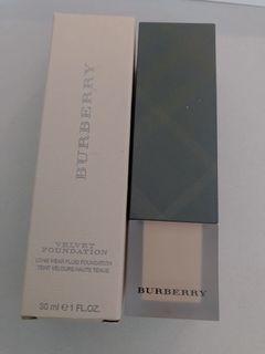 Burberry 粉底