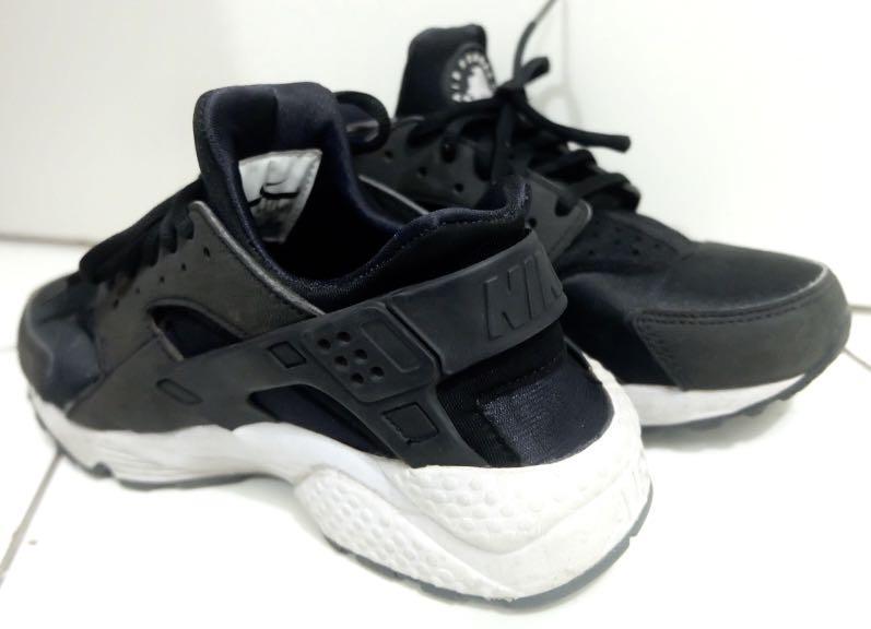 Nike Air Huarache Black (women)