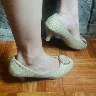 Nude Pumps Embossed with Gold Accent Detail Size 7 Beige Heels