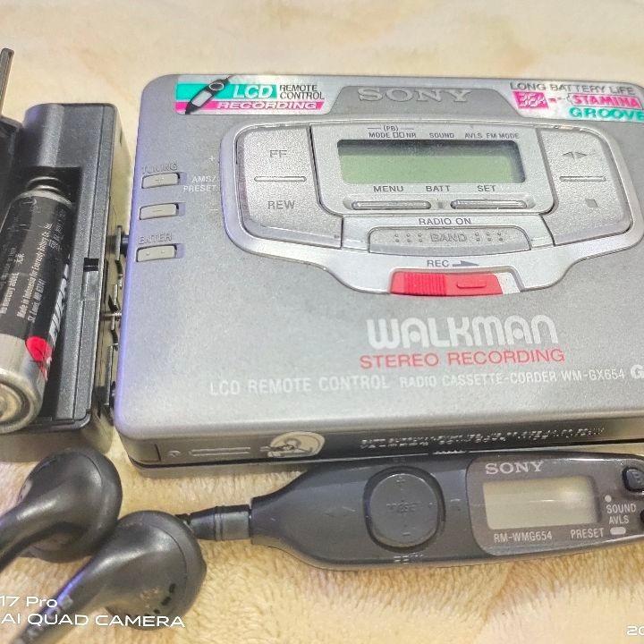 (30年前)錄音帶/卡帶SONY頂級隨身聽 ~功能正常且保存如新  附贈世界各國名曲的卡帶/錄音帶約20卷