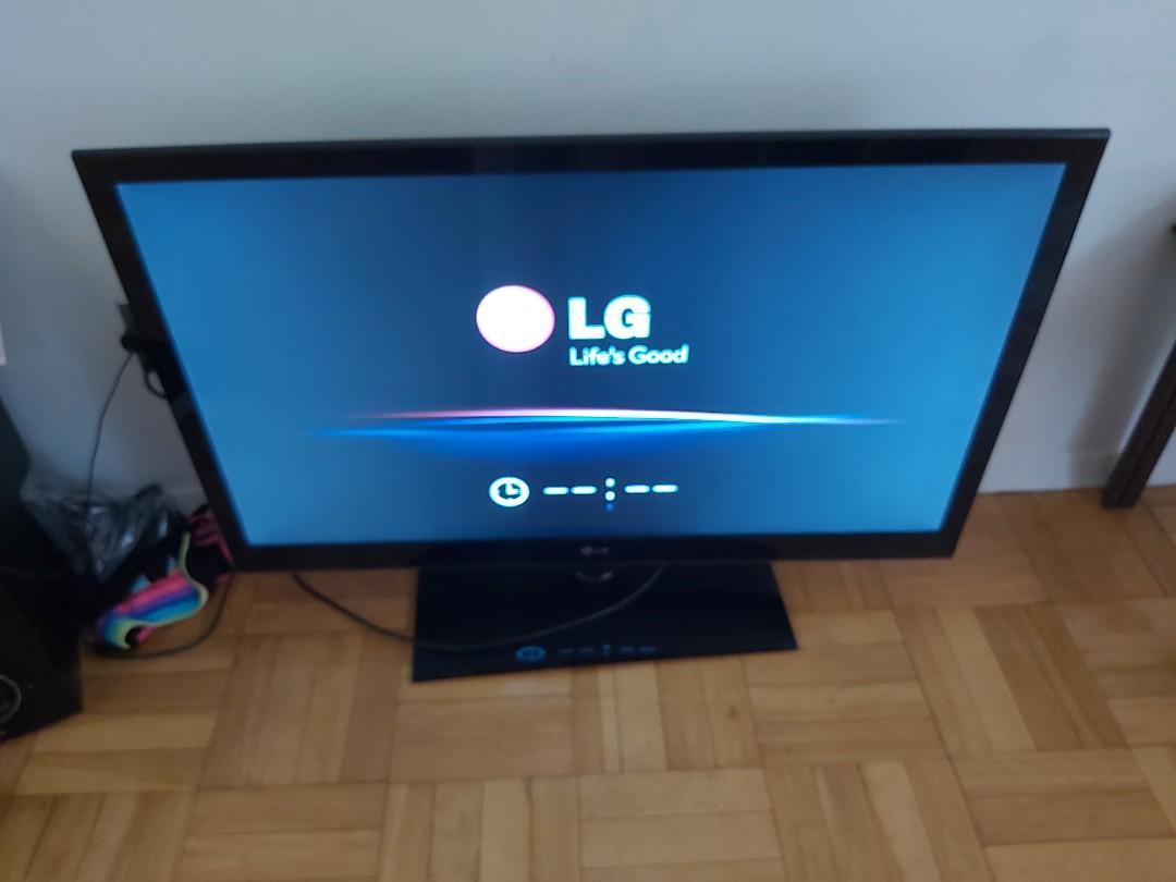 """42"""" LG led full hd TV swivel base 1080p"""