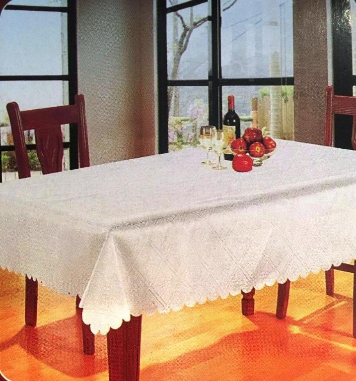 "Round Tablecloth, White (60"")"