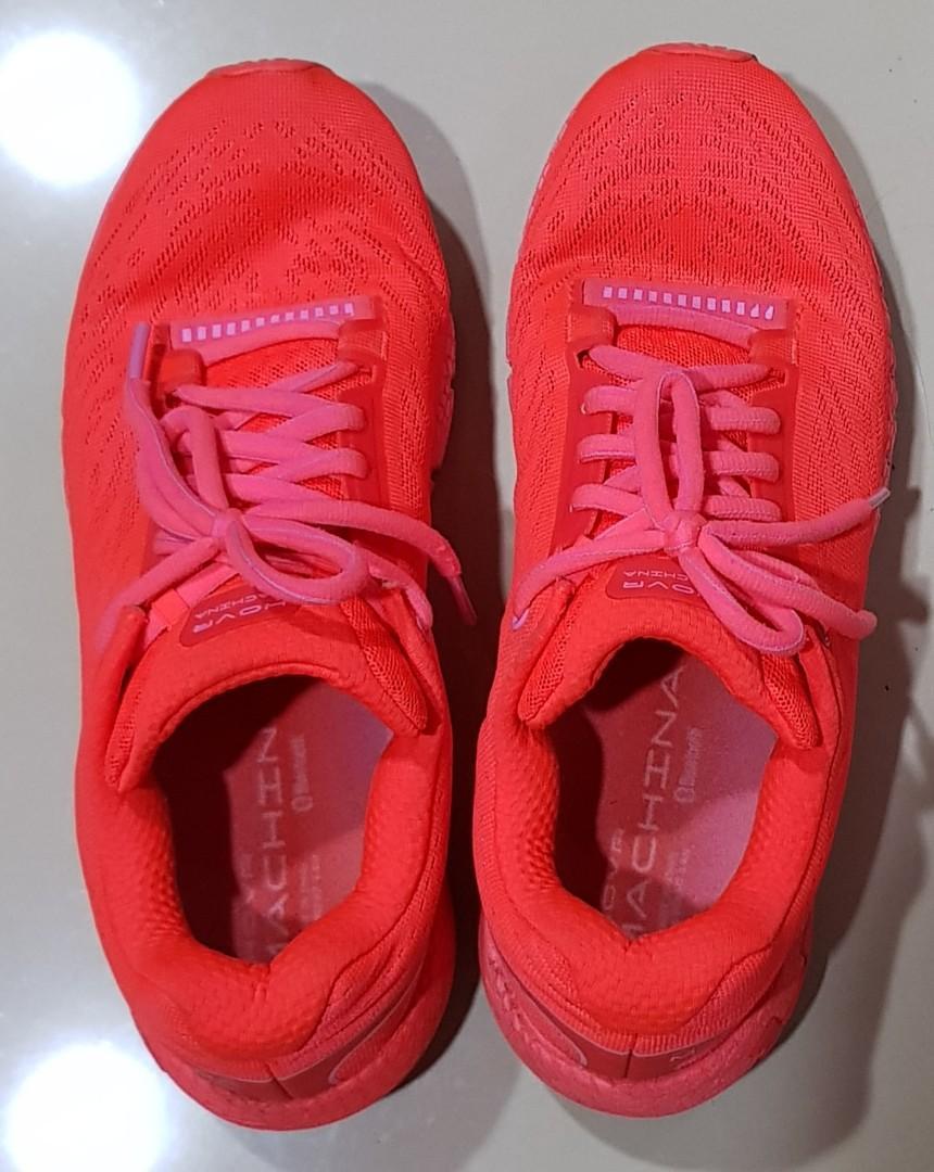 UA 全馬跑鞋 80%新 型號:3021956-602