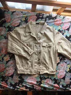 短版米色外套