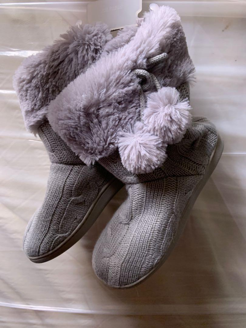 NWT Kids slippers size 3/4