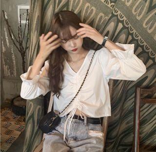 白色短版V襯衫