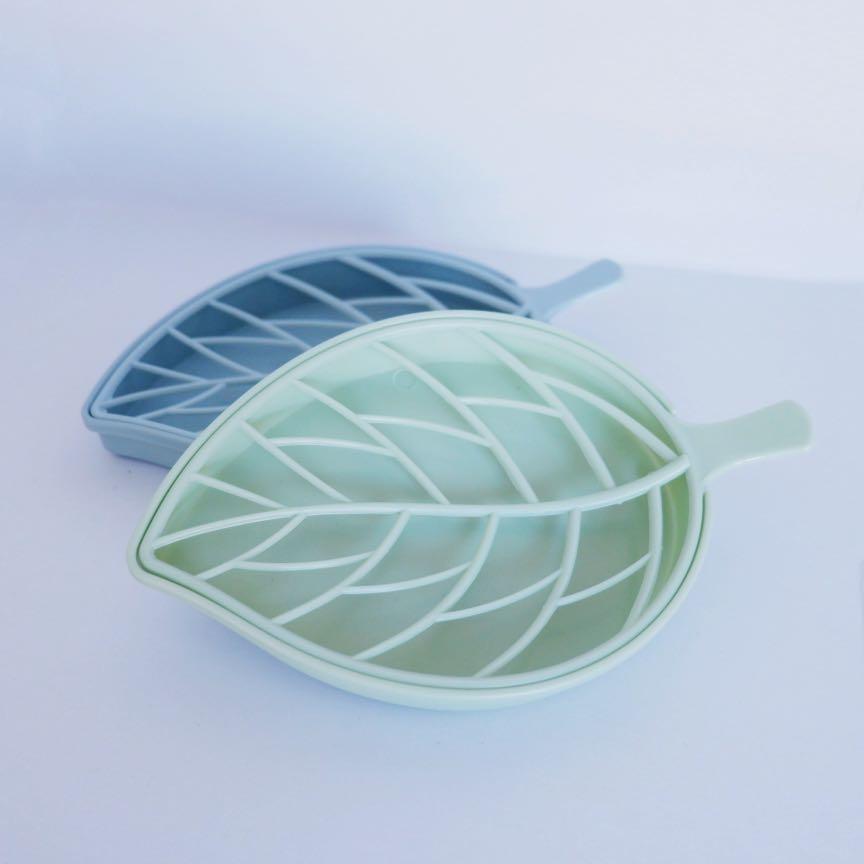 Leaf-shaped soap dish