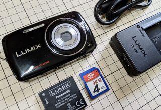 LUMIX 二手相機 Panasonic 國際牌LUMIX 數位相機DMC-S1GT ( 附-記憶卡 /充電器 /電池 )質感曜石黑