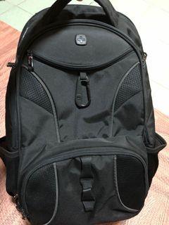 多功能、多袋後背包