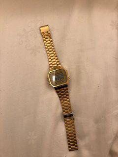 Casio金色電子手錶