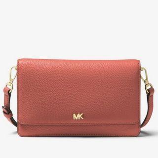 全新正品MK專櫃新款 鵝卵石WOC真皮 手機包斜背包小包 Michael Kors