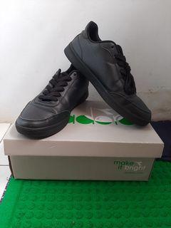 Sepatu Diadora Running Black