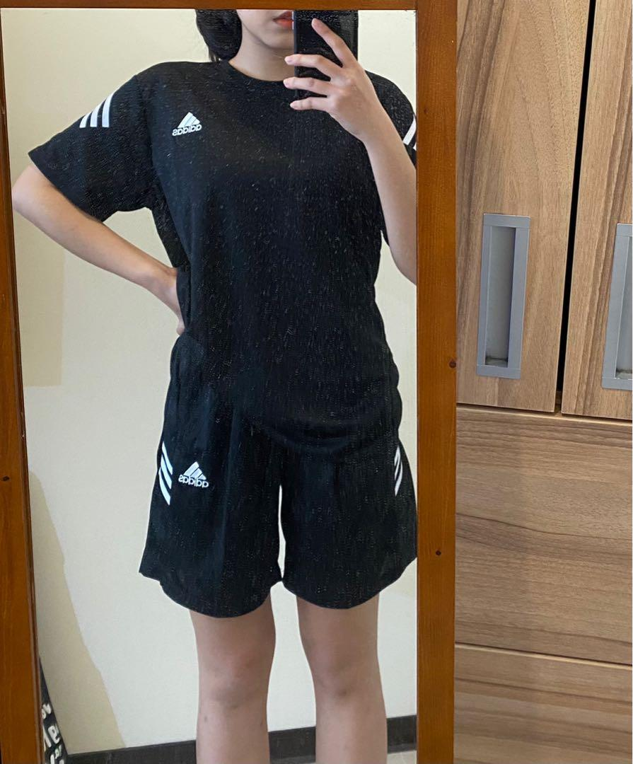 Adidas翻玩運動套裝