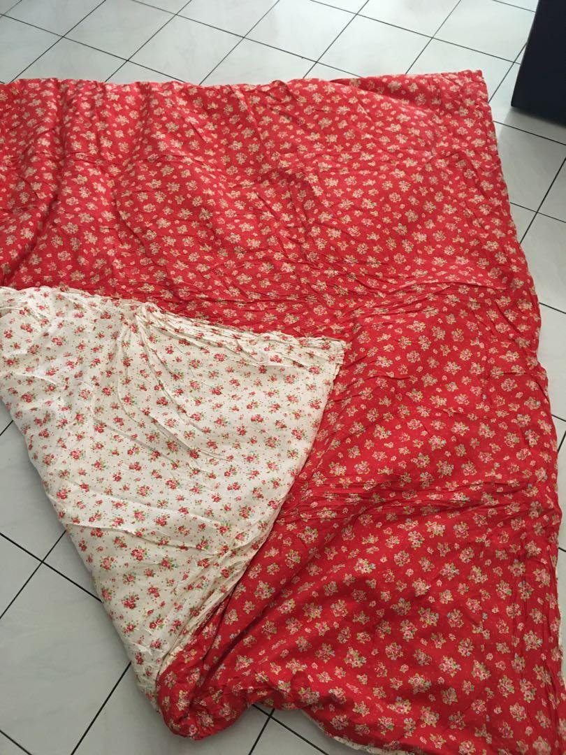 Bed Cover Bunga Merah