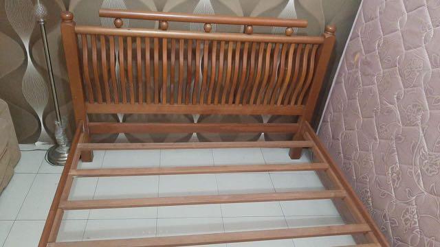Bed frame JOVA Rp 2000.000 ada satu kayu yang patah nanti di ganti Rp 2000.000 . Harga beli Rp 13.000.000