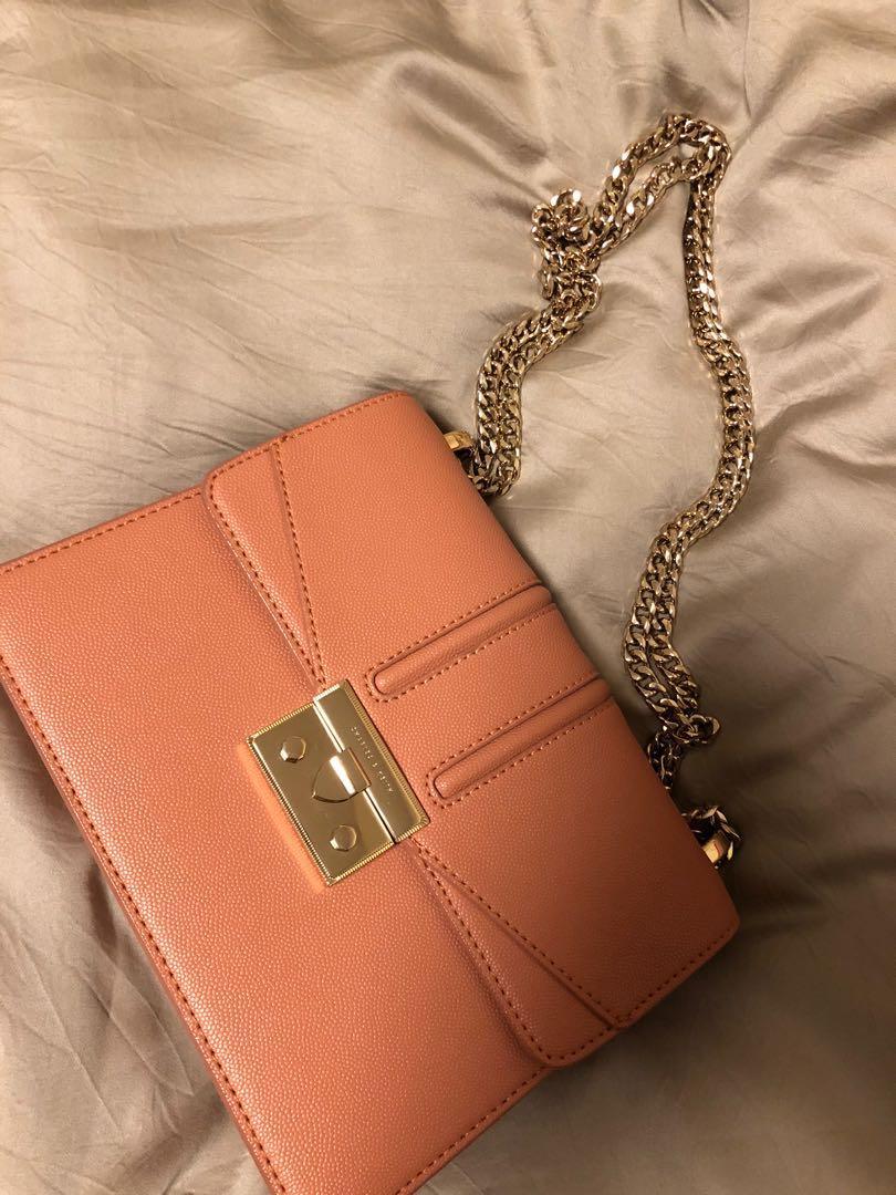 小ck -charleskeith粉膚橘色方形金鍊包(近全新)
