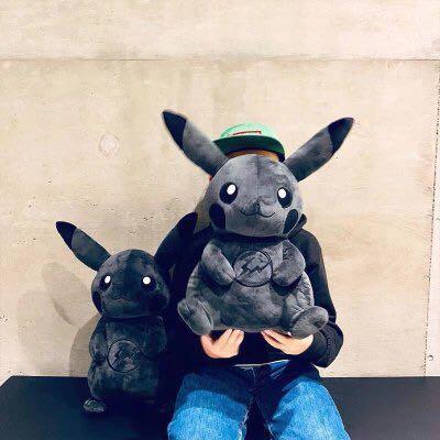 藤原浩閃電聯名限量暗黑色皮卡丘公仔玩偶fragment x Pokemon