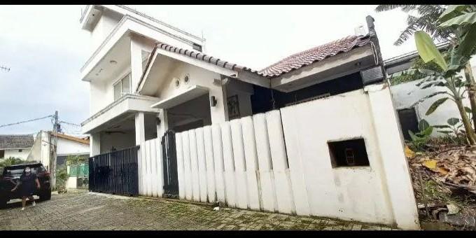 Rumah luas dalam komplek di kodau bekasi