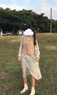 米色碎花洋裝&駝色背心