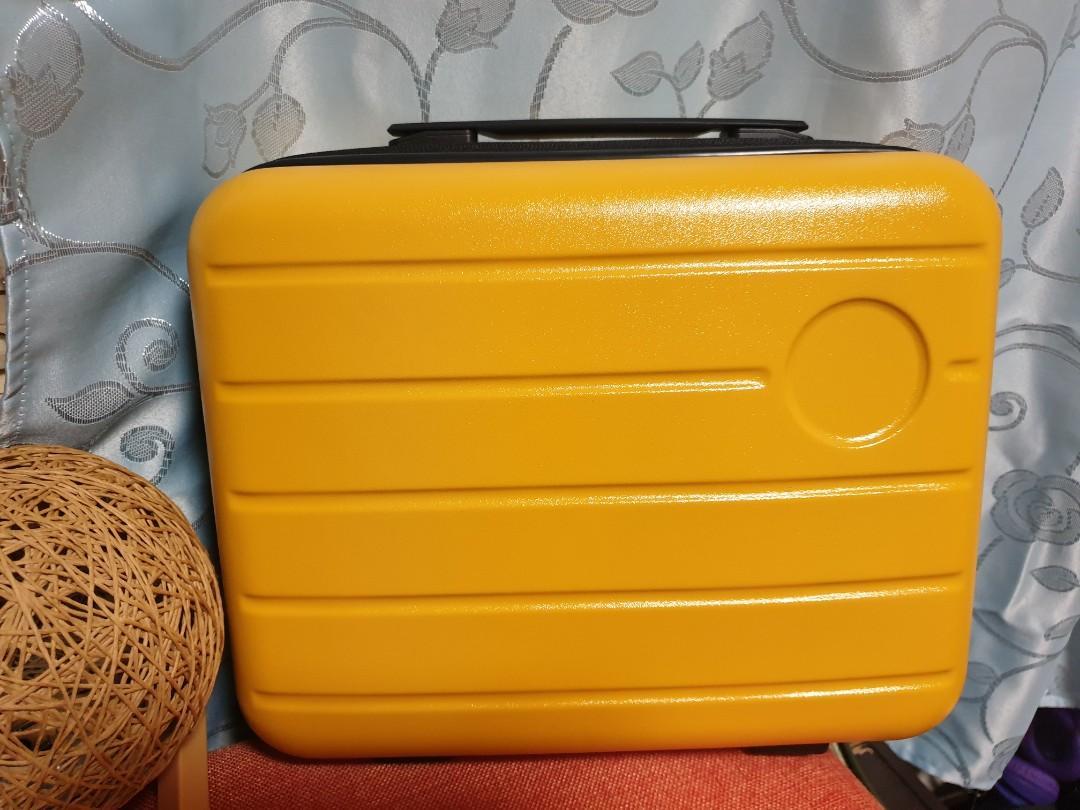 時尚黃手提行李箱 可掛至拉桿上 旅行方便收納 短期出遊 也可以當化妝箱  ABS材質韌性抗壓