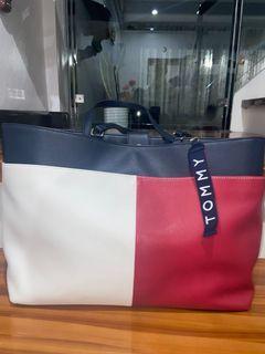Authentic Tommy Hilfiger Hand Bag (Big)
