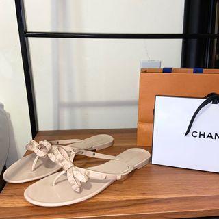 Le Chateau Sandals size 9