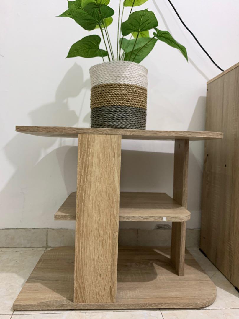 Meja estetik kayu