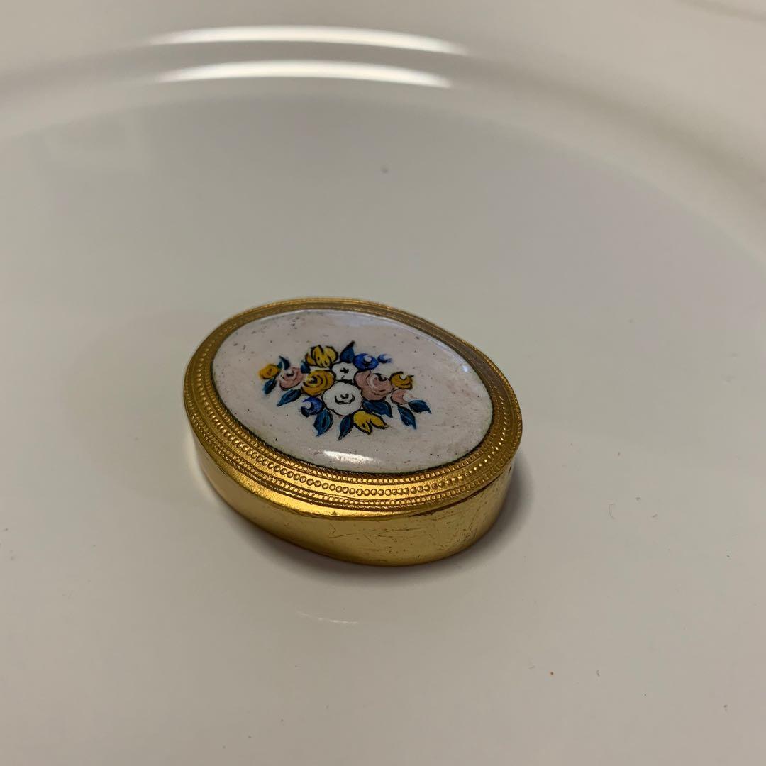 Vintage box's 義大利🇮🇹清新小品花朵陶瓷金色藥盒 隨身盒 首飾盒 戒指盒