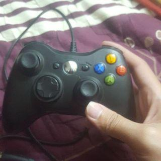 Xbox 手把 可使用在XBOX主機以及Windows系統(請透過蝦皮連結下單)