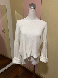 白色針織上衣(可斜肩或一字領)