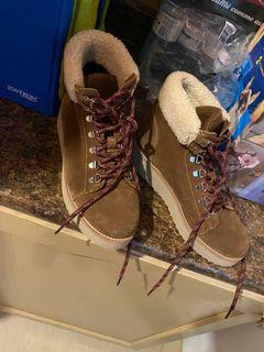 Sorel winter boots size 7 and ankle winter Sam Edelman size is 7.5