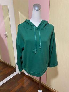 綠色寬袖大學帽T